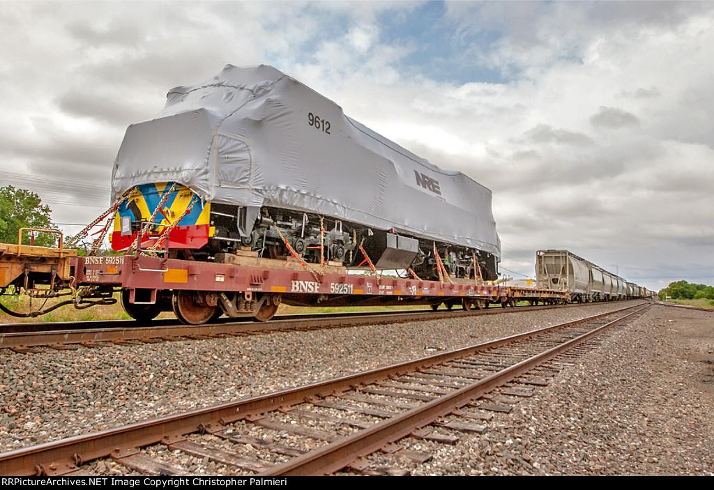 Export Locomotive on BNSF 592511
