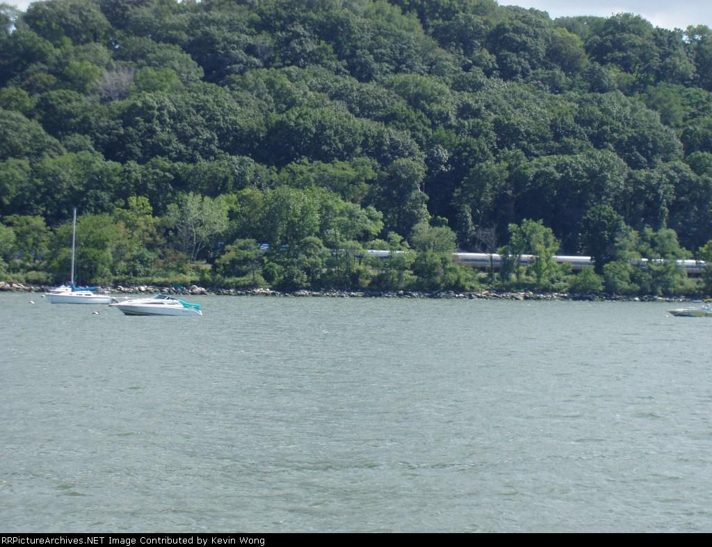 #285 heads north along Hudson