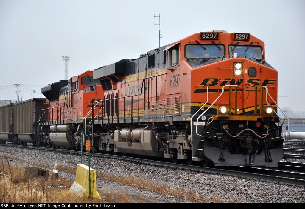 Coal empties prepare to turn west