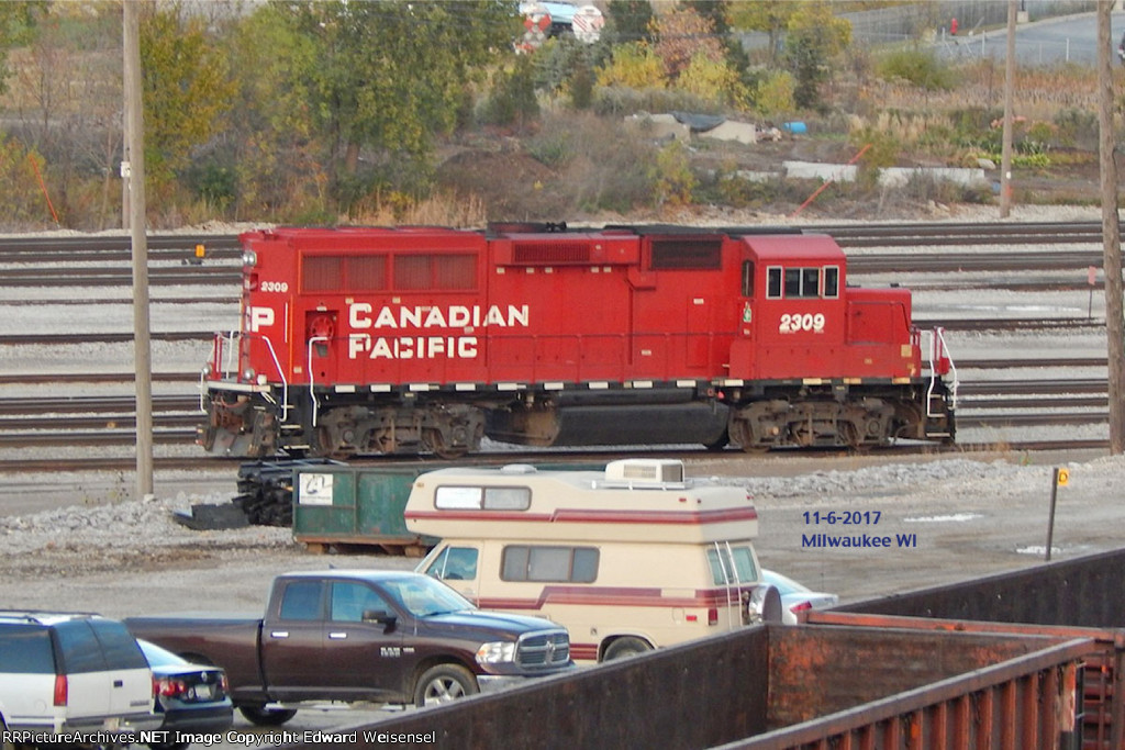 One of 3 aardvarks {2201 and 2283} working Muskego yard