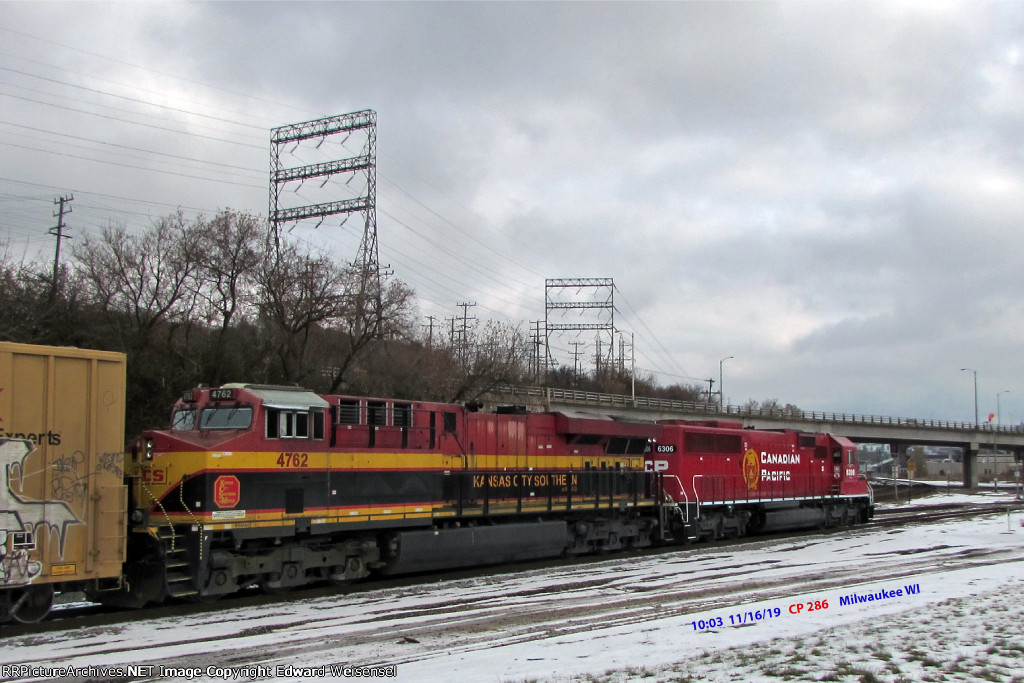 Colorful partner on 286 for the SD60-3 beaver today