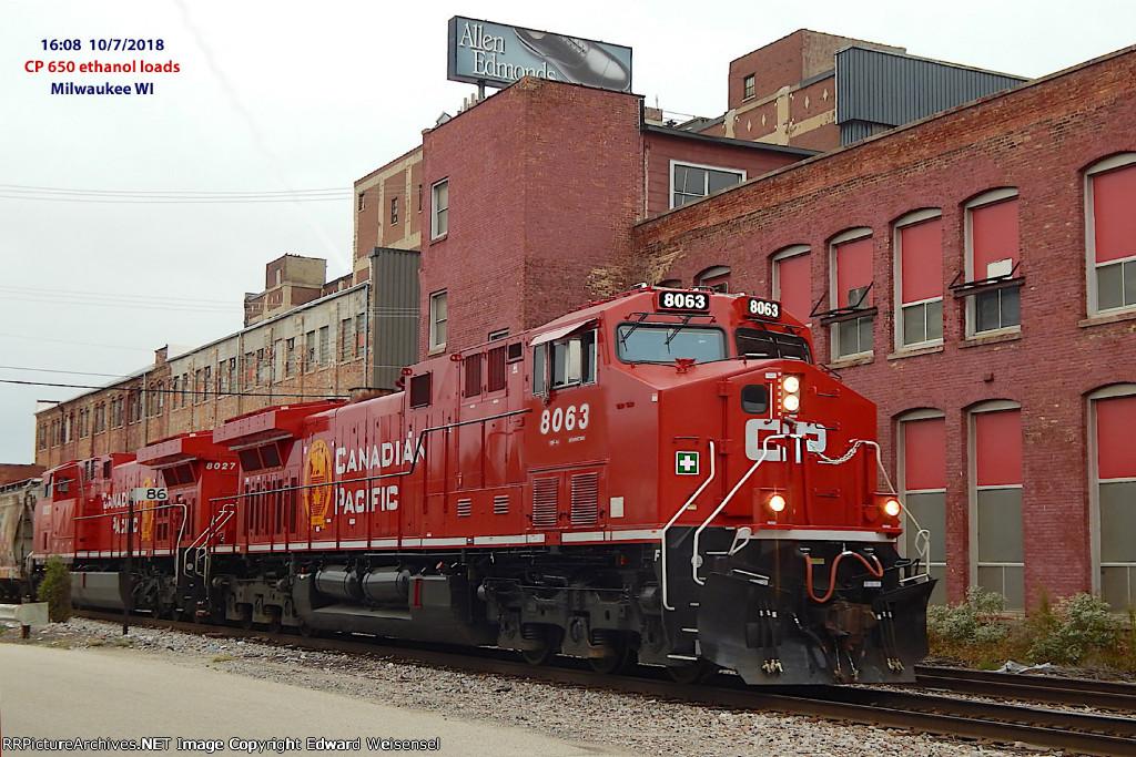 Train 650 ethanol loads has 2 clean AC44CWM rebuilds
