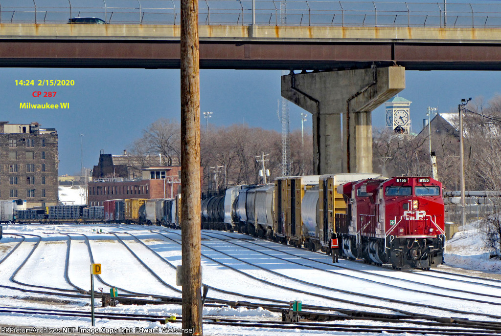 287 about to pop the power from their train and grab their MKE pickups