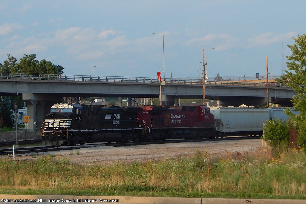 G64 waits for their signal to run west on main 2