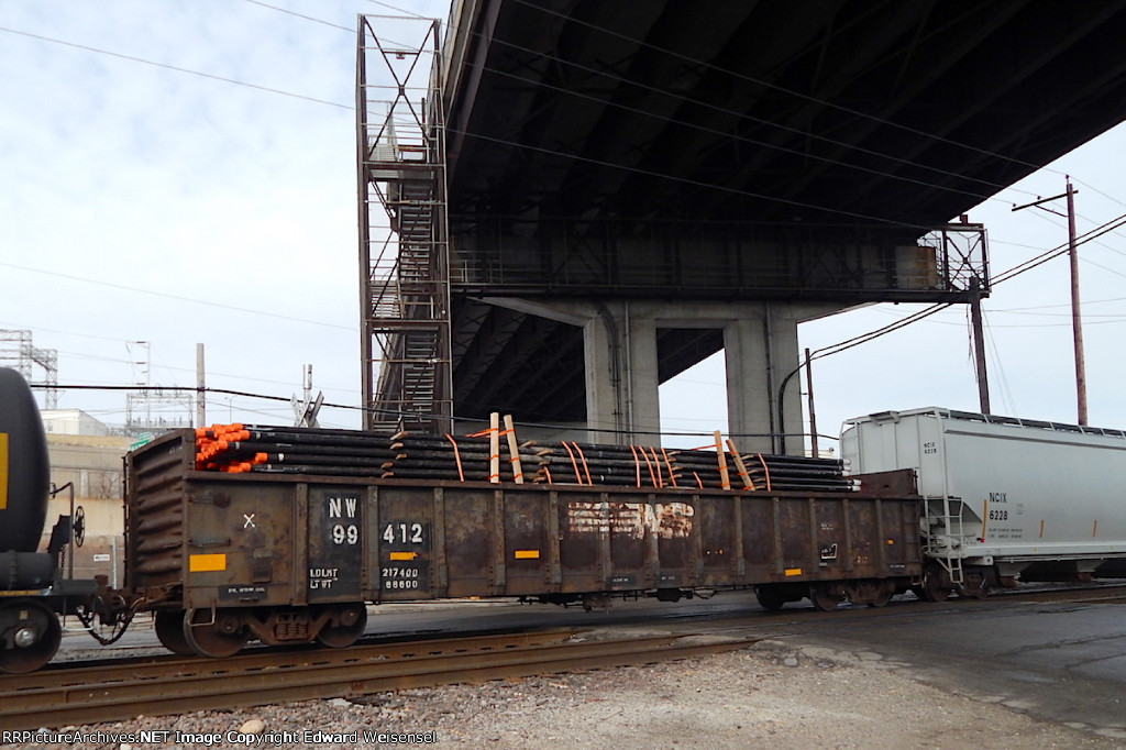 CP 281 trundles beneath 27th St.