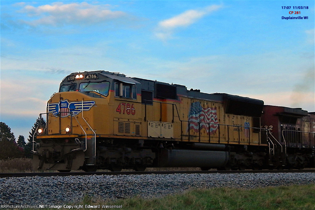 CP 281 had a surprising yellow SD70M leader