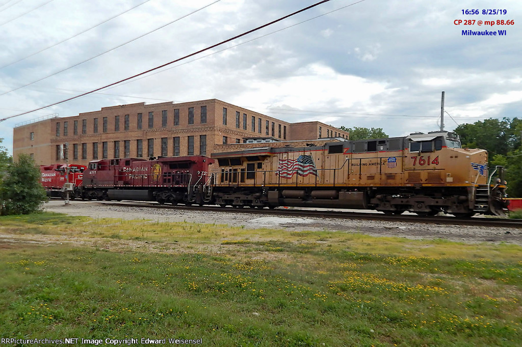 287 picked up GP38AC 3010 from its stint in Muskego yard duty