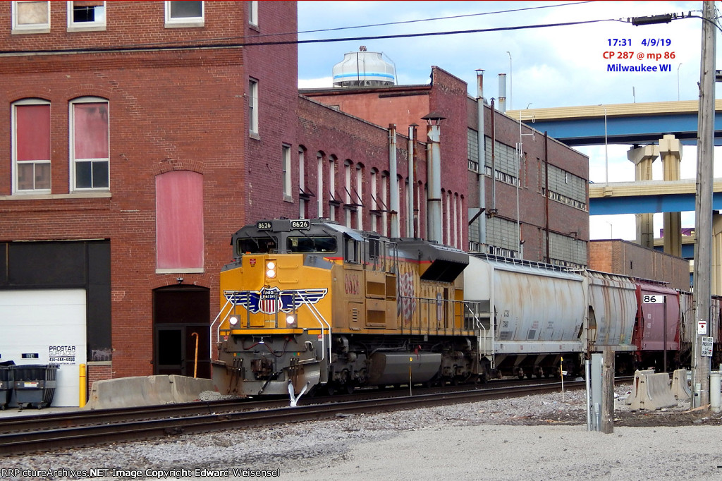 An armour yellow P leads CP 287 west thru the depot