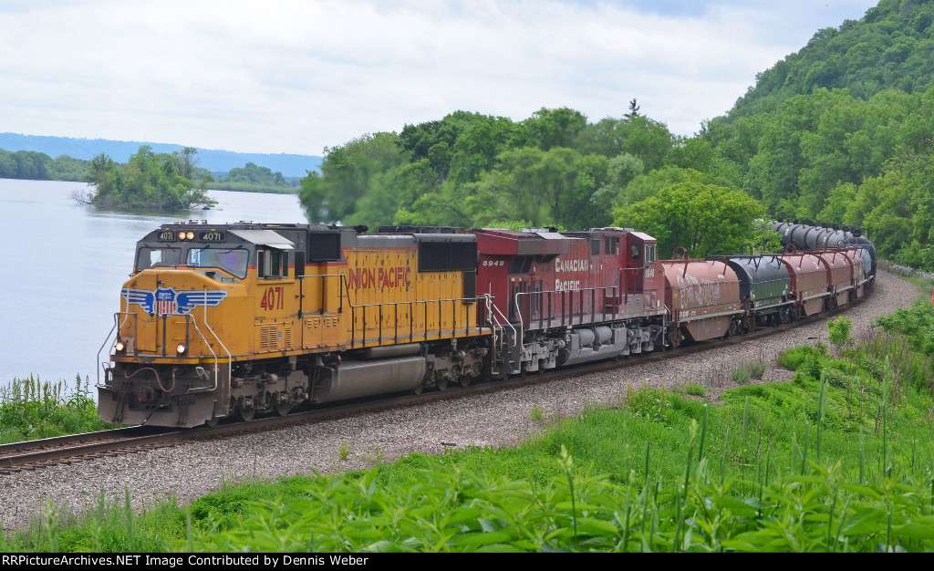 UP 4071, CP's  River   Sub.