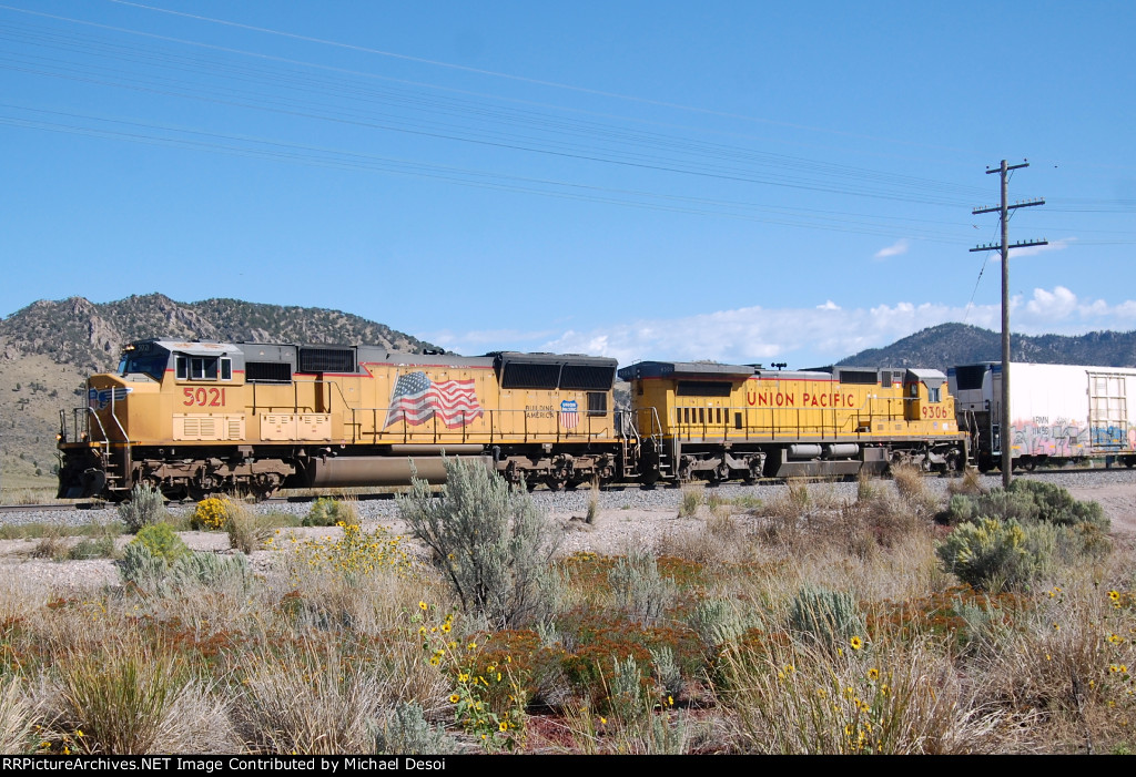 UP SD-70M #5021 leads a westbound (empty) solid reefer train just west of the Oregon Trail Rd. Xing in Davisville, ID. 9/7/2014 (yes the second unit is a standard cab GE!!