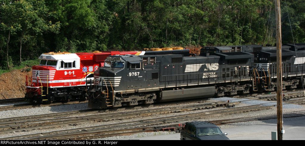 NS 9-1-1 on 36Q pulls past the yard power