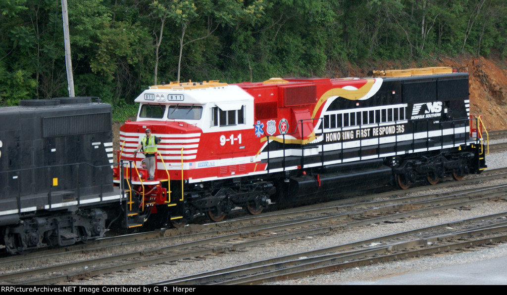 Yard brakeman acknowledges our interest and admiration of NS 9-1-1