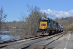 Q640 (Cumberland to Selkirk) stretches out around a curve in the Mohawk River