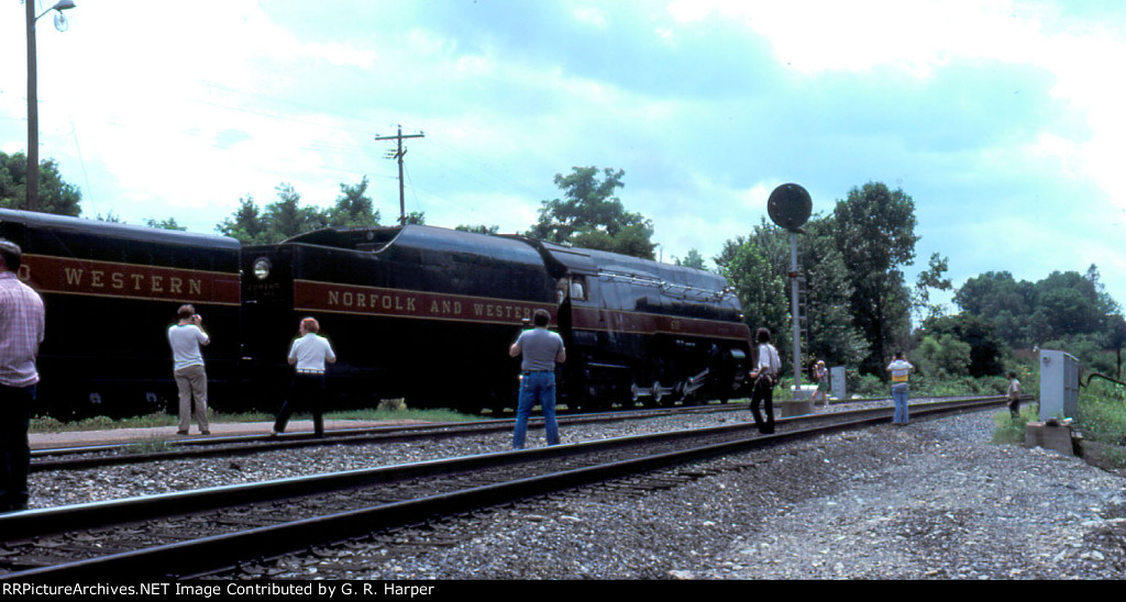 """A handful of """"free-range"""" railfans watch 611 proceed west"""