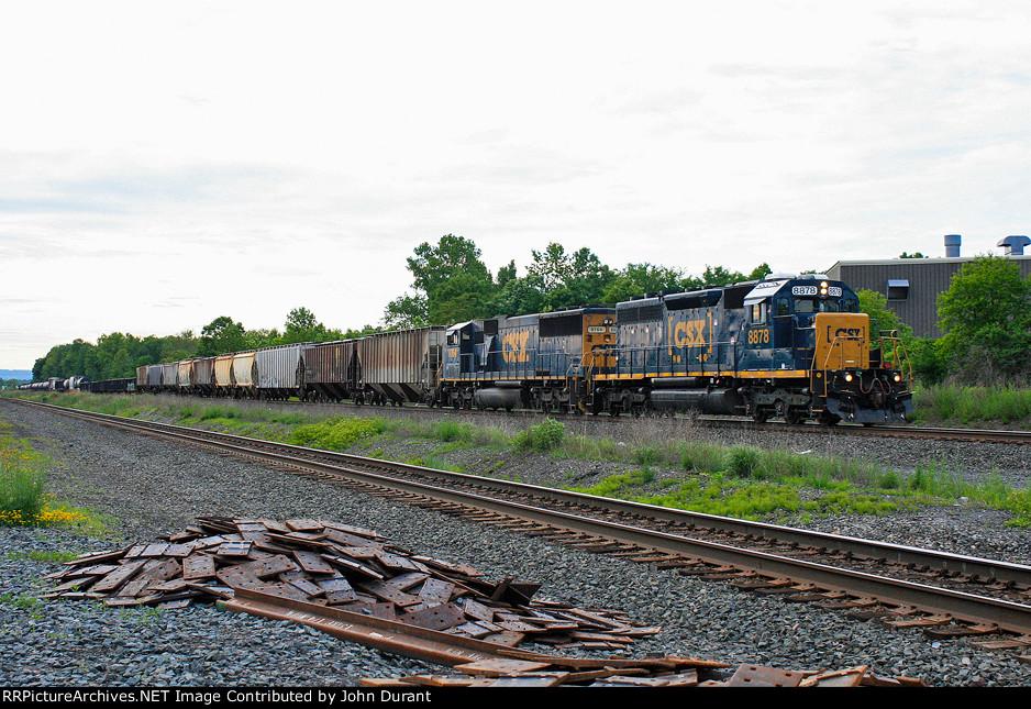 CSX 8878 on Q-633