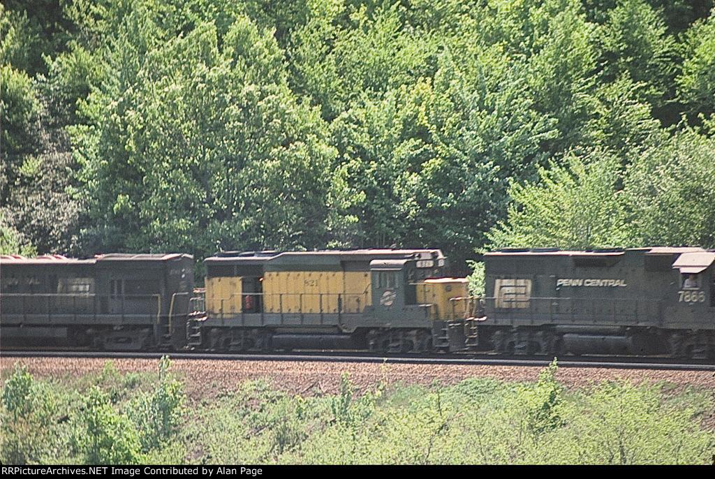 CR GP38 7866, CNW GP30 821, and U23B 2742