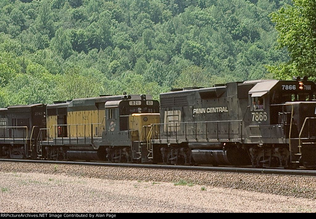PC GP38 7866 and CNW GP30 821