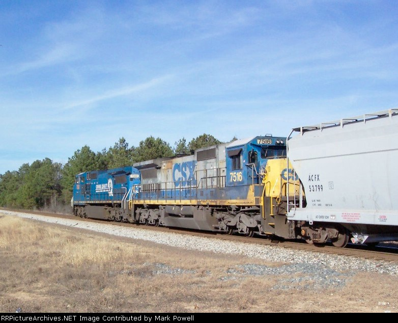 CSX 7516 on Q680 heading north