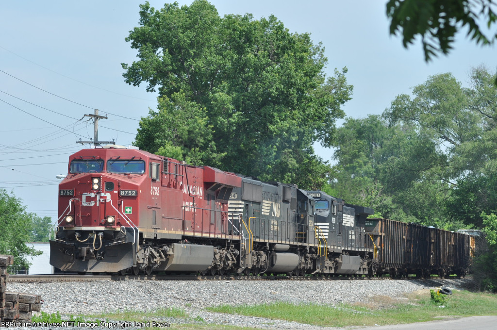 CP 8752 On NS 175 Eastbound