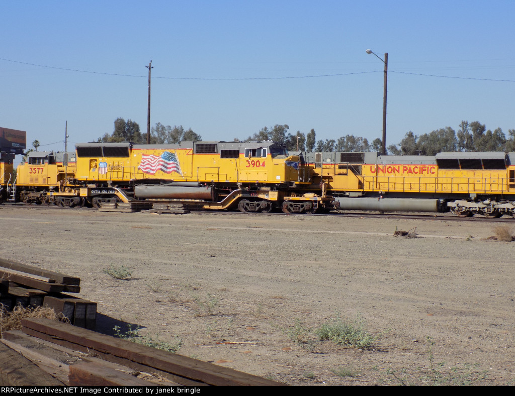 UP 3904 sits damaged in the yard at Fresno. Looks to be relatively minor.