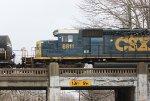 CSX SD40-2 #8811 on Q409