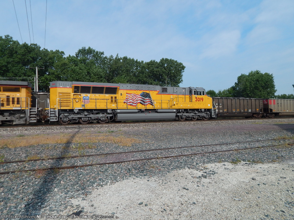 Sd70ACe-T4 is in coal service with many of its siblings