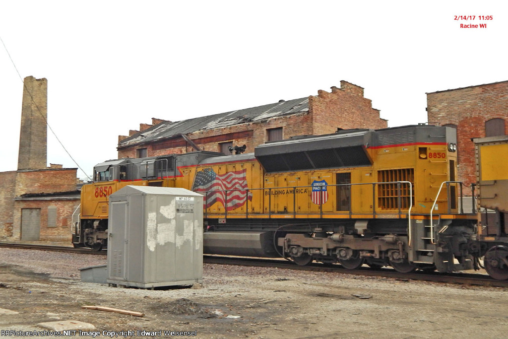 DPU chasing WEPX empties south. Bungalow photo-bombed the frame