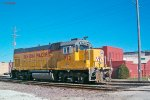 UPY 712 jogs south to wait on the scale track for pickup by Waukegan job 44