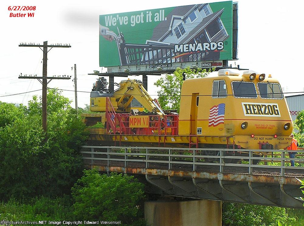 Self propelled Herzog MPM has been working the Shoreline sub east of Butler