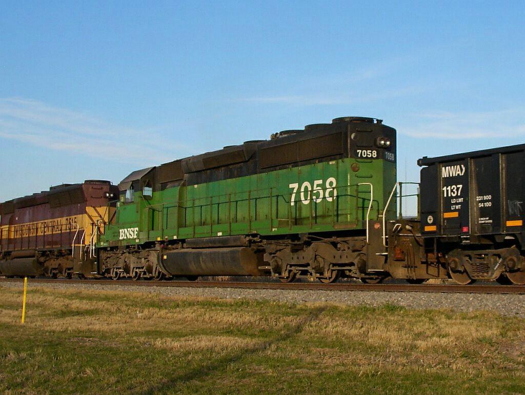 BNSF 7058 & MWAX 1137