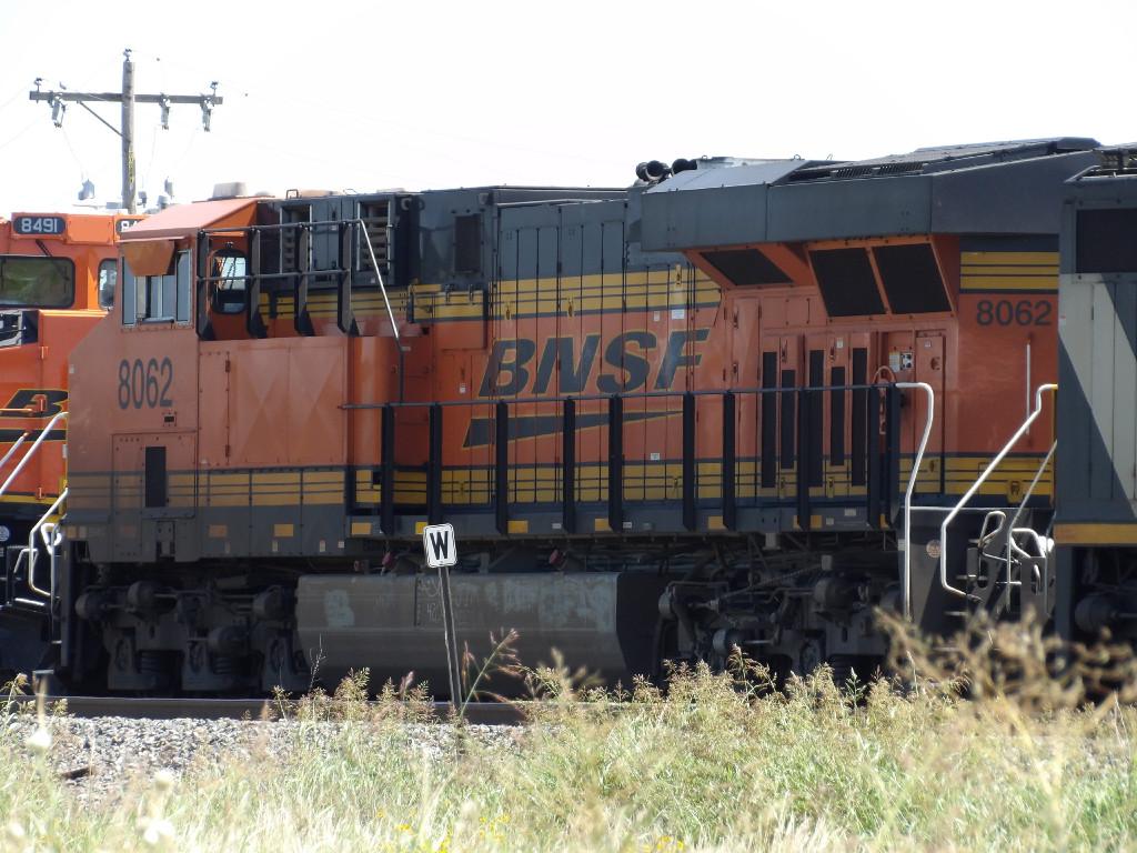 BNSF ES44C4 8062