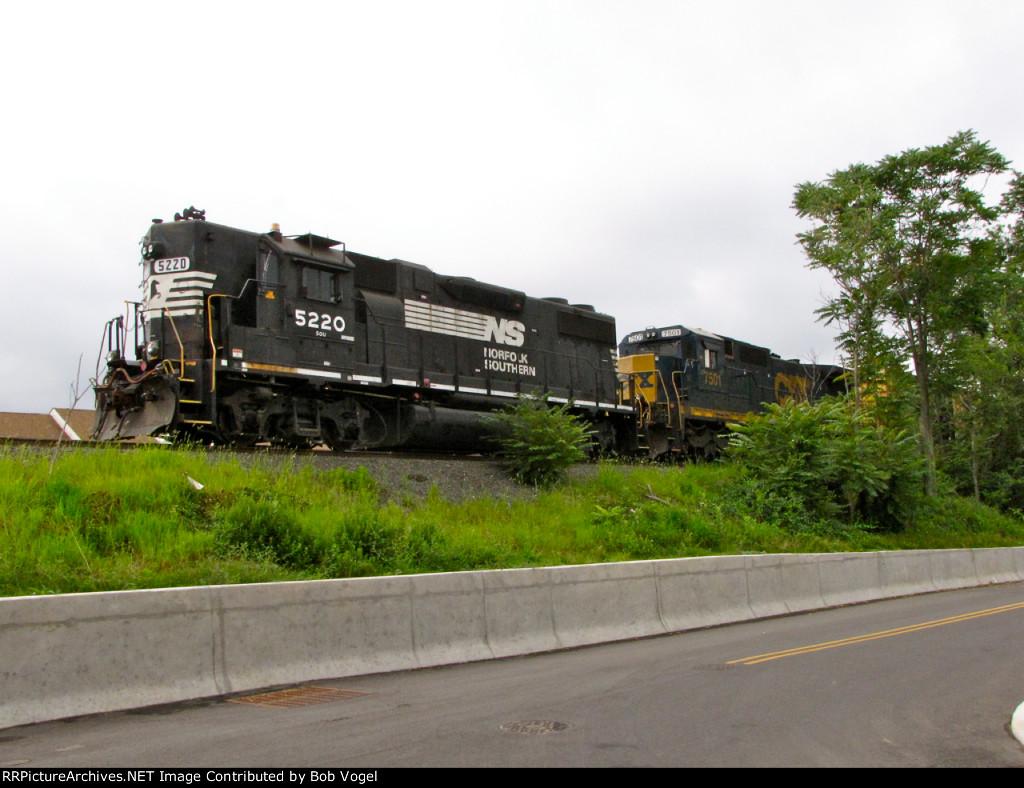 NS 5220 and CSX 7501