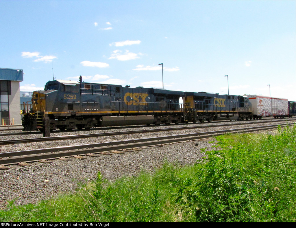 CSX 5259 and 5445