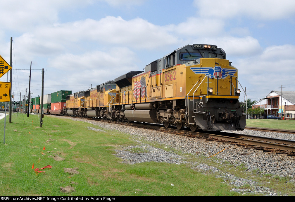 UP 8562 on NS 226
