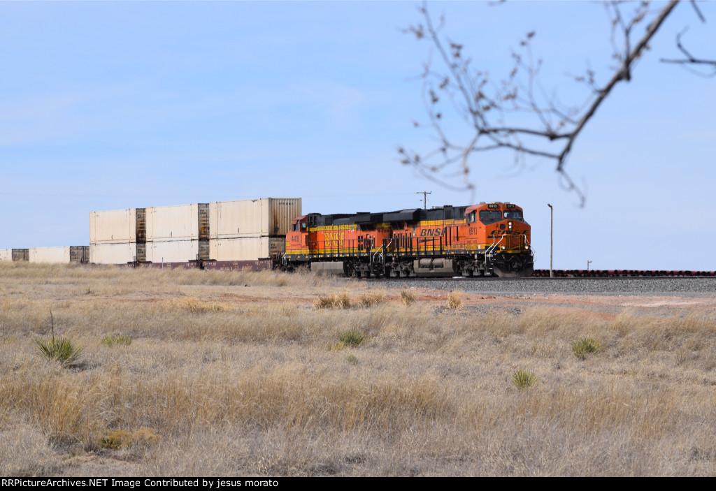 BNSF 6913 leading north