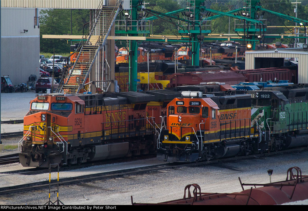 BNSF5624, BNSF5668, BNSF2696, BNSF1922 and others outside the diesel depot