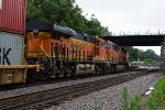 BNSF8200 and BNSF8283 passing Peck Park