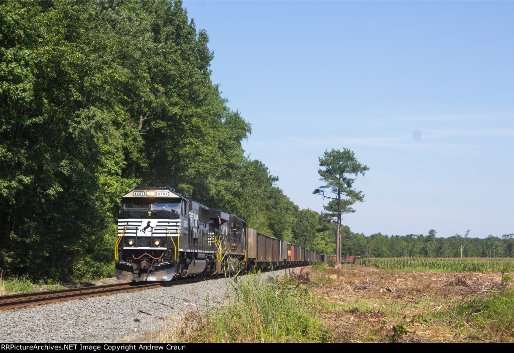 NS SD60E on 62W