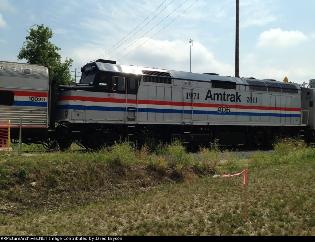 Amtrak 406 and Exhibit Train at Grand Rapids