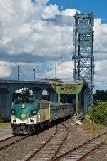 Maine Eastern FL9 488 crossing the lift bridge and coming into Bath