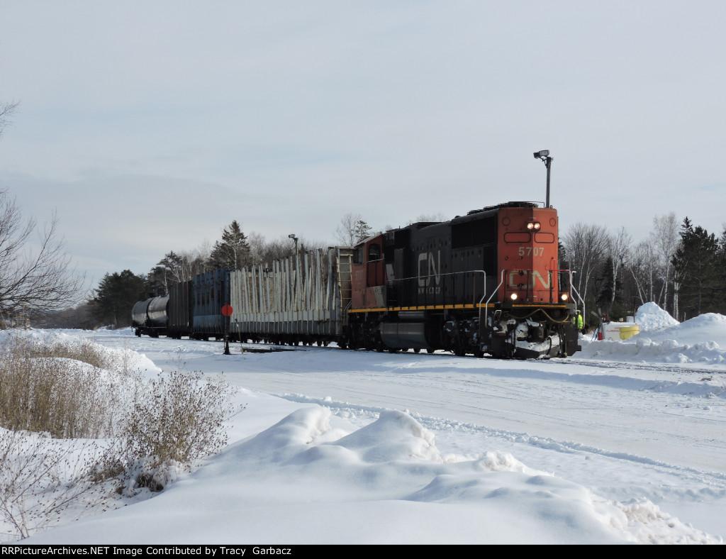 CN 5707 awaiting crew change