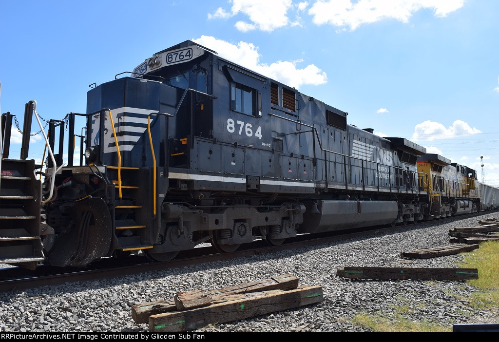 NS 8764 trails on EB rock train