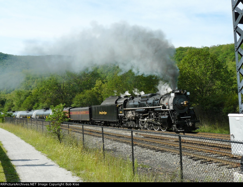 The 765 pulls an oil train up the Lehigh Valley!