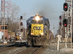 CSX 8539 Q137 coming through the signals