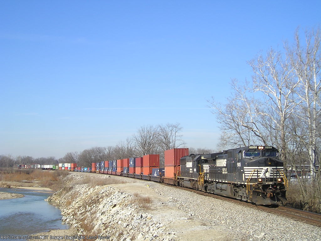 NS 9105 On NS 25 A Eastbound