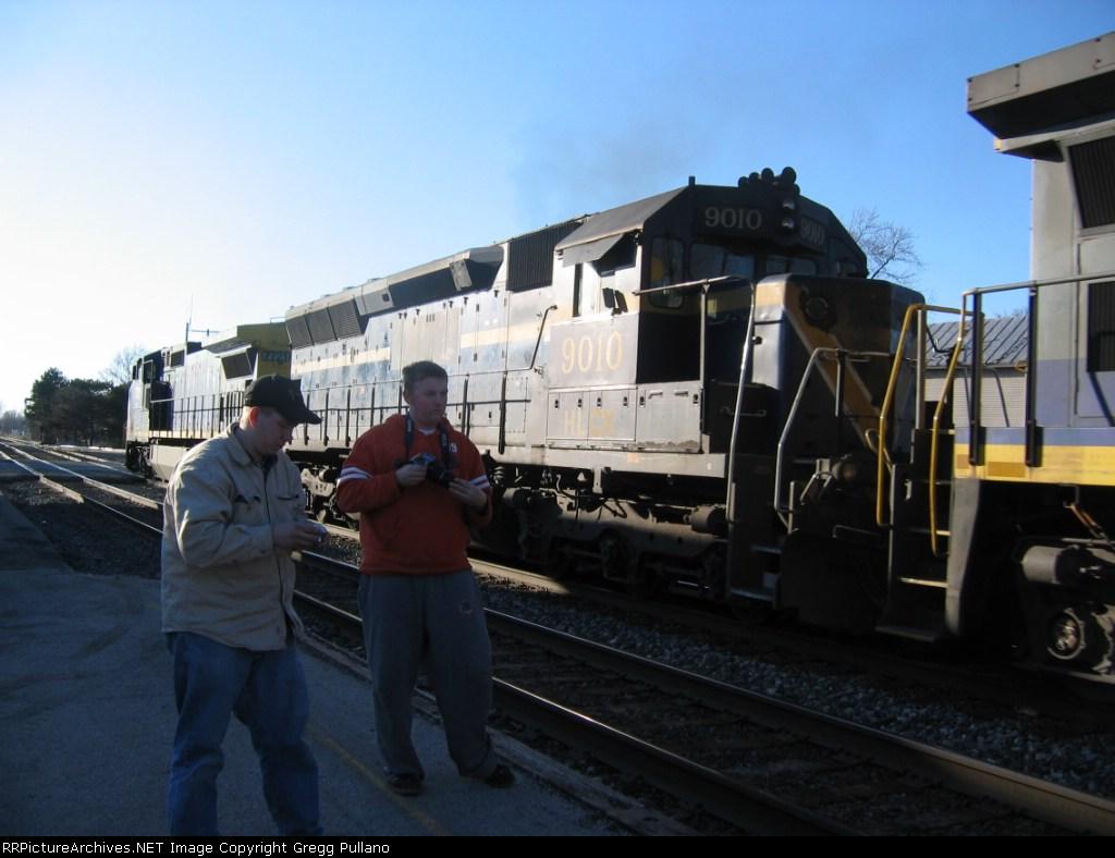 HLCX 9010 & Railfans