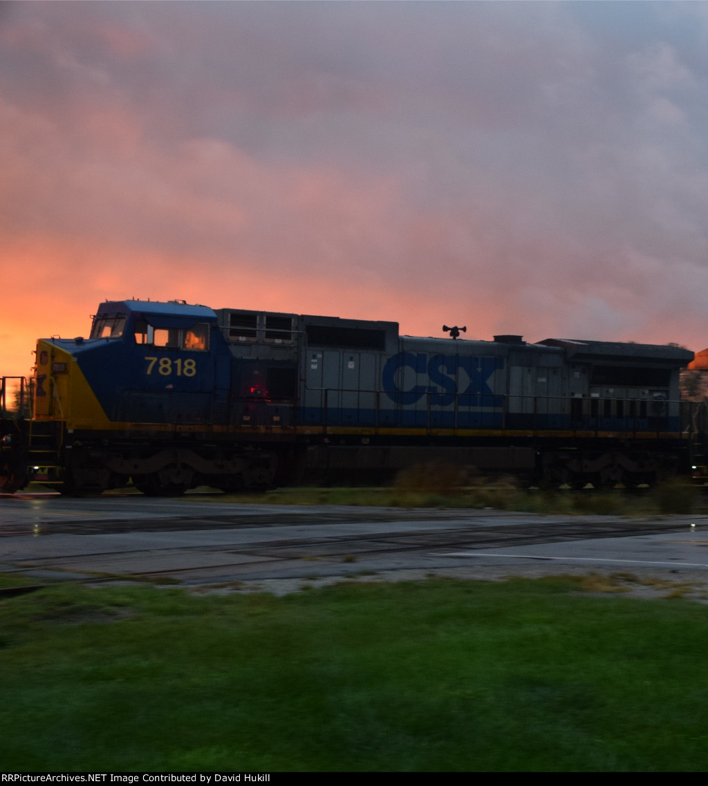 CSX Engine 7818, backup power to UP train, Des Moines IA