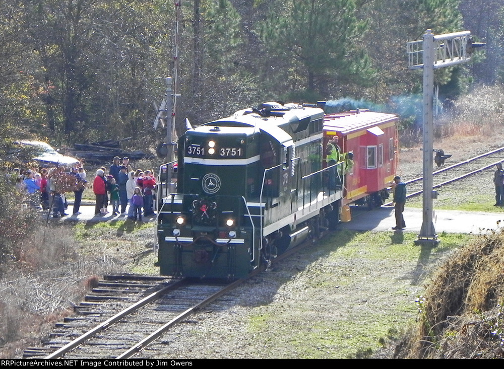 The 2010 Greenville & Western Santa train, arriving at the ONeal Street crossing in Belton.