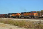 BNSF 4442 bringing in the GALTUL for a crew change