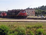 CN 2723 leads in Dubuque, Iowa_June, 2007